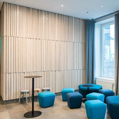 Office wall panelling with wooden modules