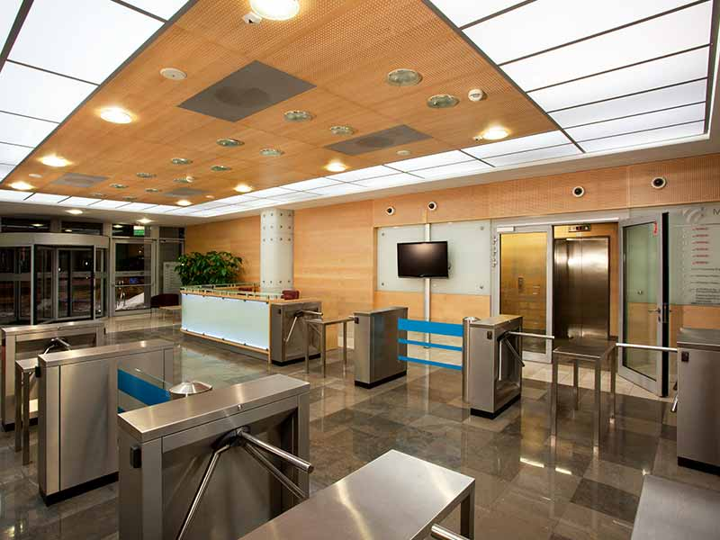 Wall and ceiling panelling with decorative acoustic panels