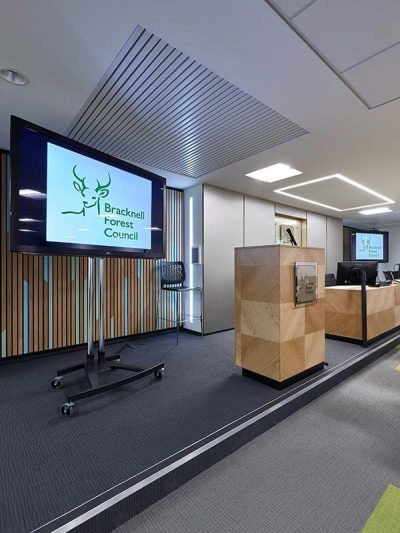 Meeting room with decoratice wall panels in bamboo veneer