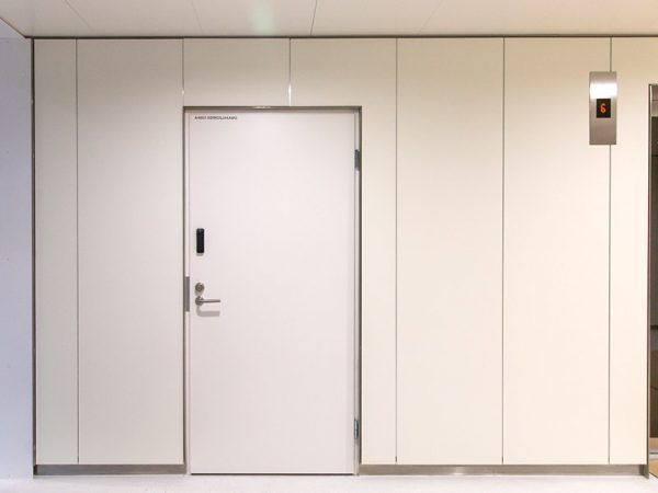 Fire classified laminate panels with classification b-s1.d0