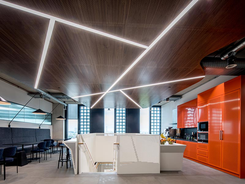 Suspended acoustic wood ceiling with integrated lighting